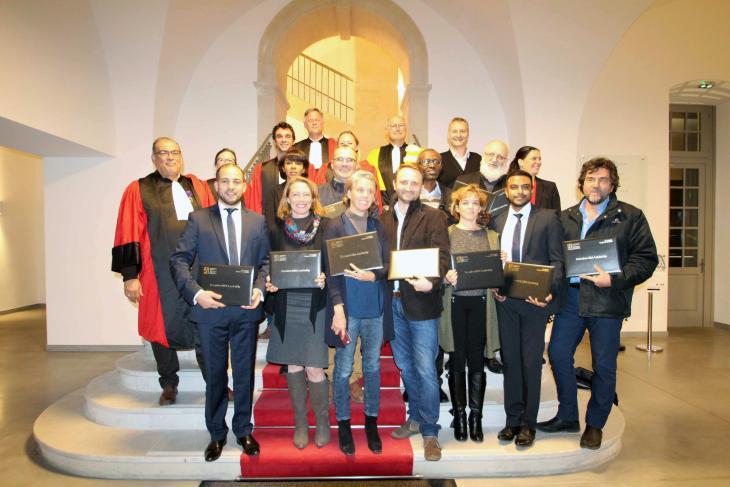 photo de groupe des diplômés avec leurs mentors
